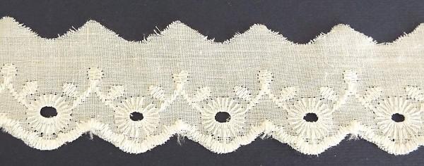 Baumwollspitze weiß, zart gestickter Bogenkante 40 mm