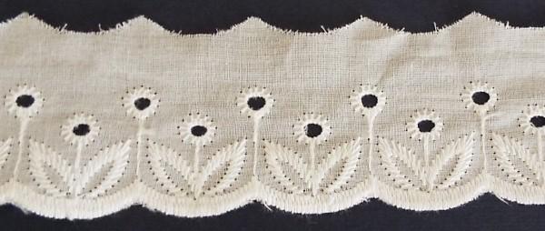 Baumwollspitze mit zarter Bogenkante, bestickt creme 50 mm