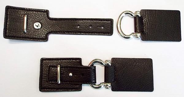 Bekleidungsverschluss aus Kunstleder und Metall schwarz mit Lasche und Dorn 130 x 40 mm